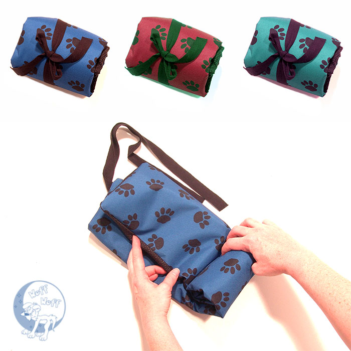 « Paws » Roll up Waterproof Travel Mat